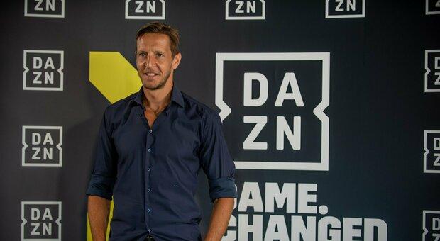 Calcio e tv, i commentatori lasciano Sky: Massimo Ambrosini e Lele Adani in fuga verso Dazn