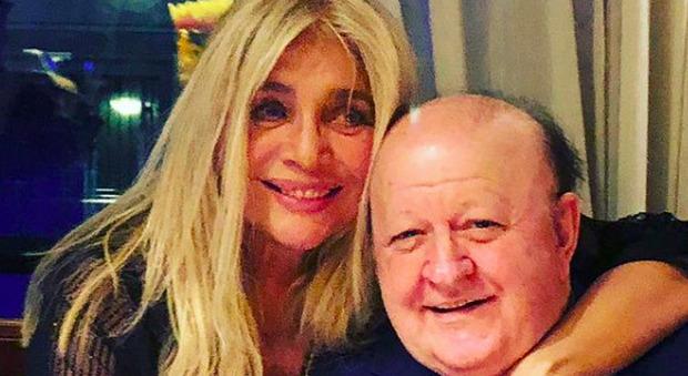 Domenica In, Massimo Boldi è senza mascherina e si avvicina troppo: il rimprovero di Mara Venier
