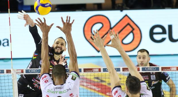 Osmany Juantorena durante gara-1 della semifinale playoff tra Lube e Trento