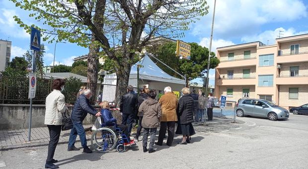 Il centro per le vaccinazioni a Fermo