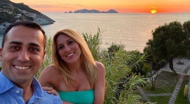 Luigi Di Maio e Virginia Saba in spiaggia a Sabaudia: «Prenotazione con un nome falso»
