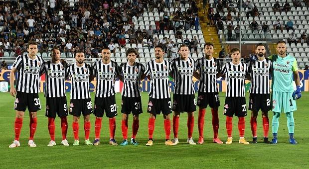 L'Ascoli in trasferta a Como a caccia del tris di vittorie per mantenere la vetta della classifica