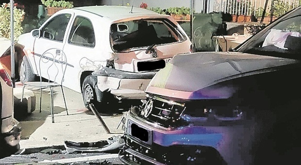 Auto piomba sui tavolini, tragedia sfiorata al ristorante: il conducente era ubriaco