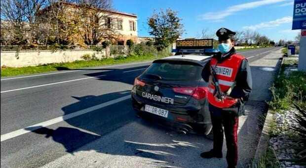 I carabinieri hanno denunciato il 50enne senza mascherina