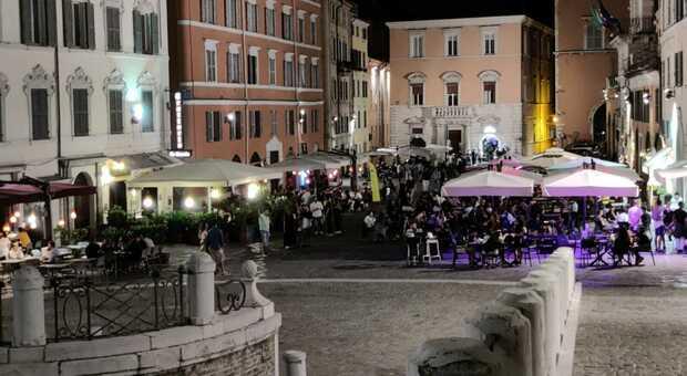 Ancona Cenerentola la movida si arrende: locali e strade del centro senza grande folla, restano gli assembramenti