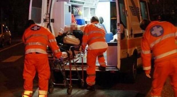 Fermo, un ragazzo muore in casa, l'altro all'ospedale: giallo in un appartamento del centro