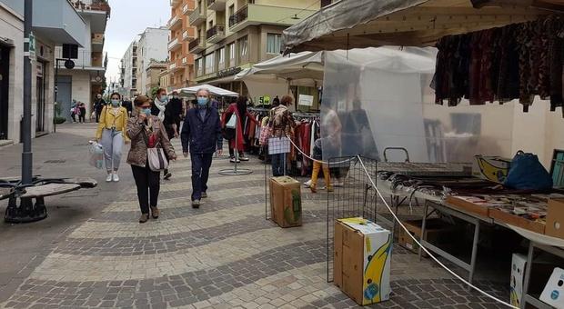 La raccolta differenziata si estende ai mercati ambulanti. Lunedì la prima consegna del materiale per separare i rifiuti