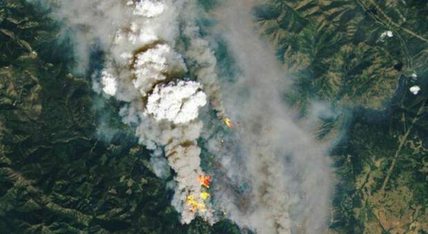 Canada, caldo record con 49,6 °C: oltre 130 incendi e 719 vittime. Evacuata Lytton: «l'intera città è in fiamme»
