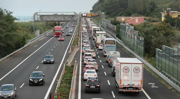 Il traffico continua a soffocare la riviera: dibattito acceso, nuovo confronto dei governatori. Ecco quando