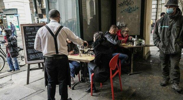 Reddito di cittadinanza, sos di bar e ristoranti: «Nessuno lavora, i giovani preferiscono l'assegno»