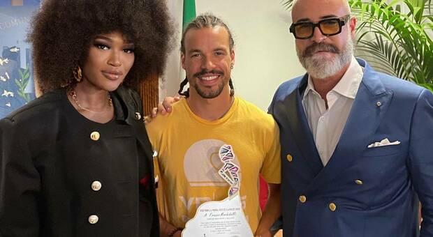 Franco Morbidelli premiato in mezzo a Nicola Paparusso e Marietou Dione