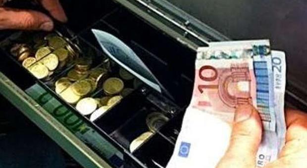 Lo studio Uilca: «Banche, la contrazione Covid c'è stata, ma meno che in atri settori»