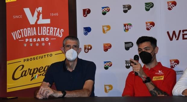 Altre due stagioni in maglia Carpegna Prosciutto per capitan Carlos Delfino