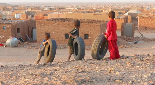"""Una scena del film """"Il muro - La ferita del Sahara"""""""