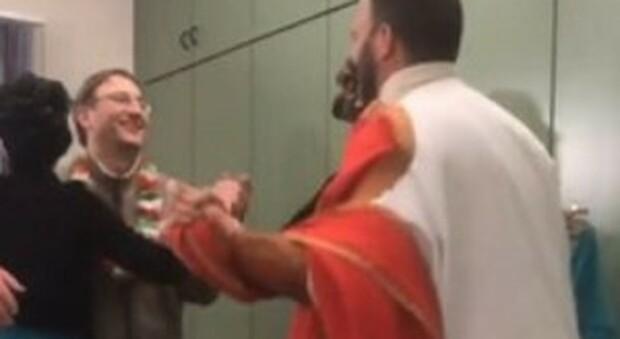 Covid ad Aosta, il sindaco del paese multato per una festa di carnevale in municipio: balli oltre le 22 e senza mascherine