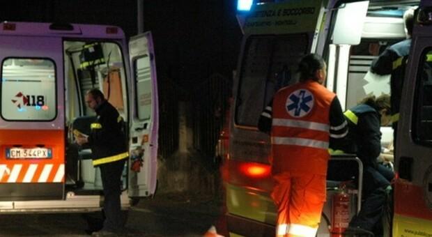 Coltellata dopo la lite nella notte, muore un uomo. Cinquantenne fermato e interrogato dai carabinieri