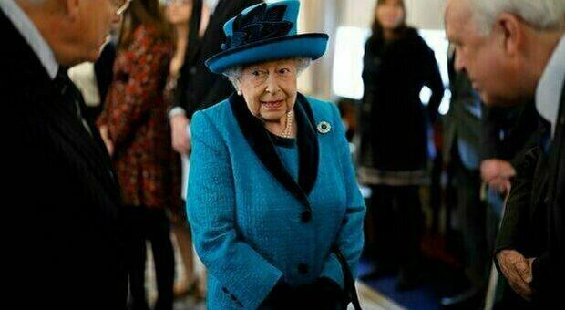 La regina Elisabetta verso l'addio alla corona. Il vertice convocato dal principe Carlo