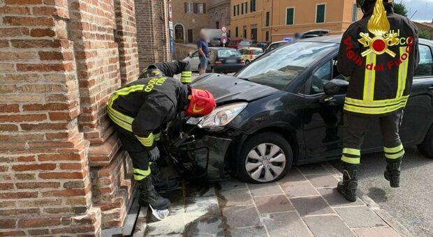 L'incidente avvenuto all'arco Clementino