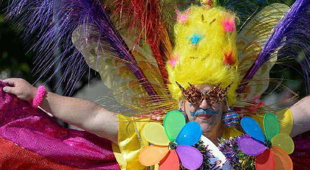 RomaPride, l'invasione di mille colori Nella capitale sfila l'orgoglio arcobaleno