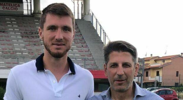 Il difensore Alessandro Bianconi e il direttore sportivo Francesco Micciola