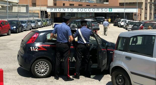 Una pattuglia dei carabinieri all'ospedale di Torrette