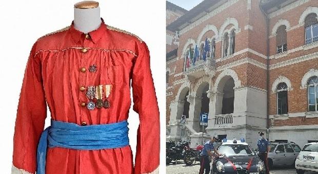 Un esempio di camicia garibaldina e i carabinieri di Falconara