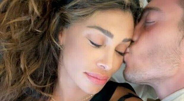 Belen Rodriguez, torna a lavorare una settimana dopo il parto: il viaggio con Luna Marì e il compagno