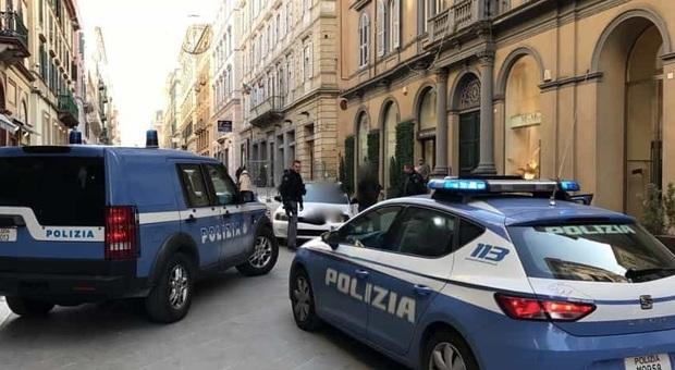 Polizia in centro ad Ancona