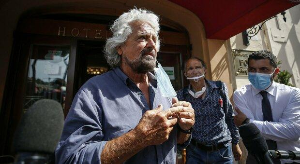 Beppe Grillo furioso: «Conte s'è montato la testa». Ma i pontieri non si arrendono
