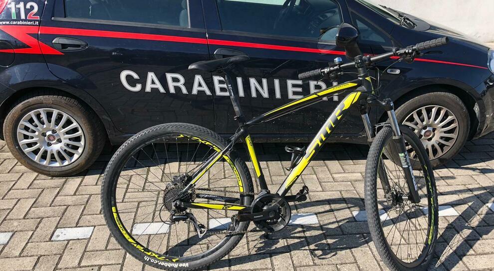 Rubano Bicicletta A Chiaravalle Ritrovata Dai Carabinieri A Falconara Denunciato Un 20enne Falconarese Per Ricettazione
