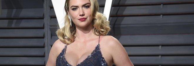 """Kate Upton accusa fondatore di Guess di molestie: """"Mi ha afferrato il seno..."""""""