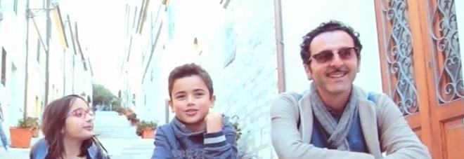 """""""Amore Piccolina"""", il videoclip di Fraska lancia sul web la """"coppia"""" Matthias e Matilde"""