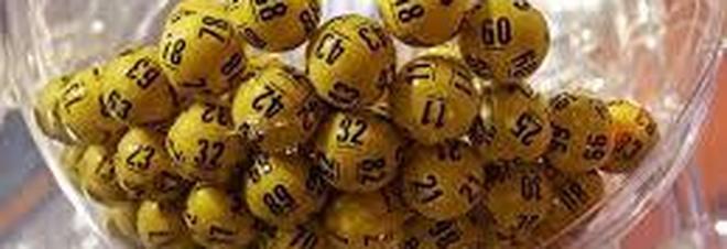 Lotto, le estrazioni del 21 ottobre e i numeri vincenti del Superenalotto