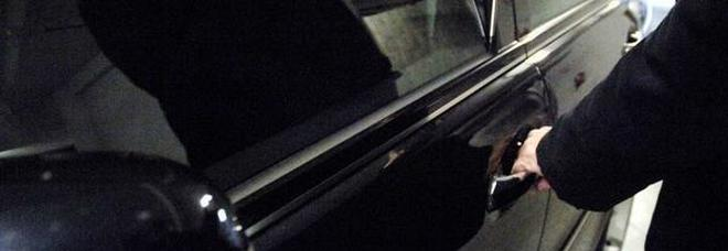 San Benedetto, ruba l`auto ma resta imbottigliato nel traffico: il ladro scappa a piedi.