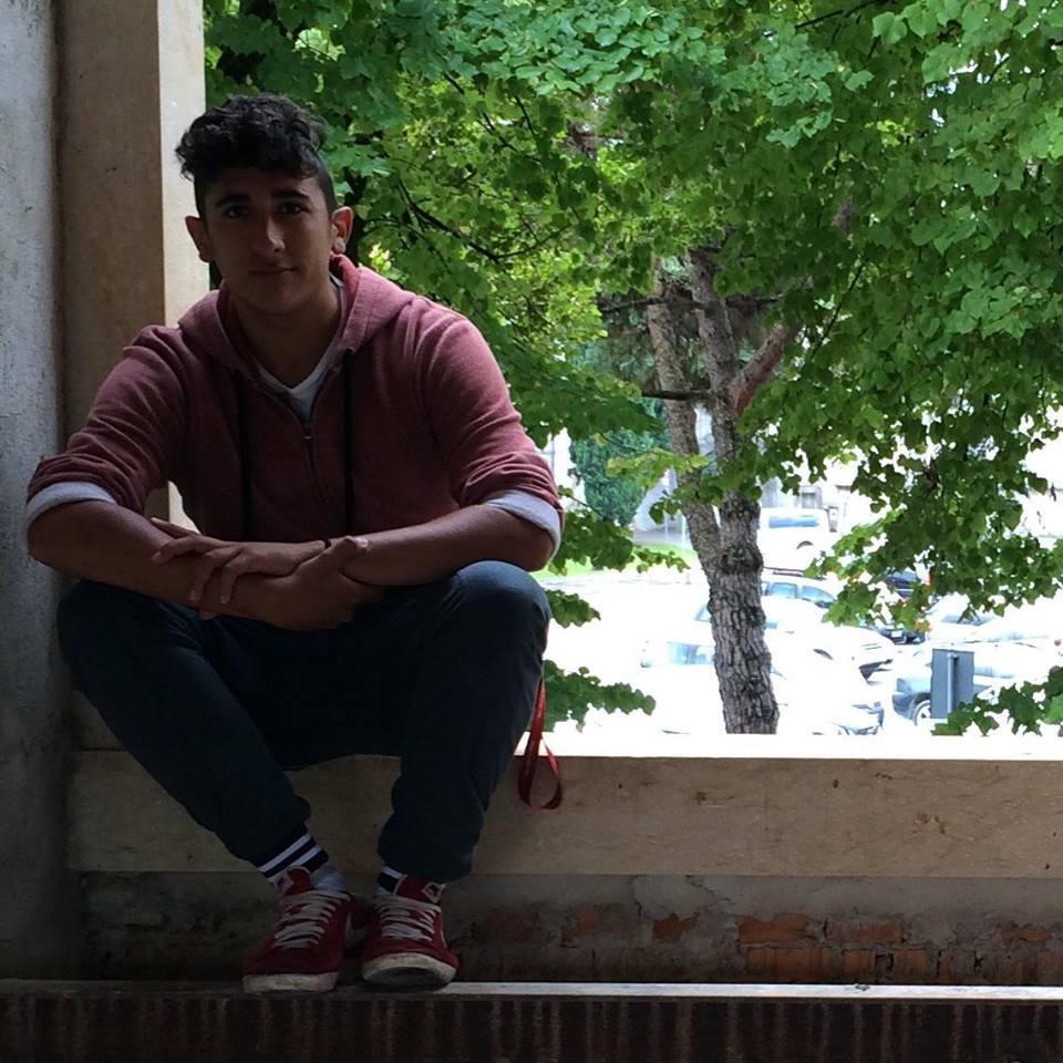 Schianto contro albero muore un ragazzo 18enne