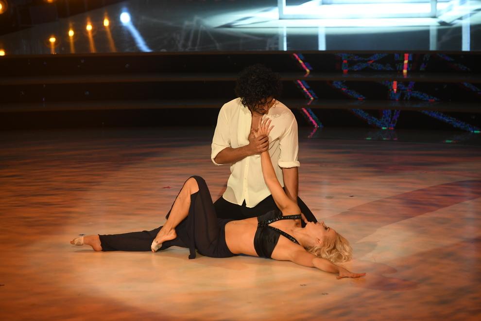 DIRETTA / Ballando con le stelle 2018 3^ puntata LIVE: incidente per Morra! | Eliminato, classifica e ospite