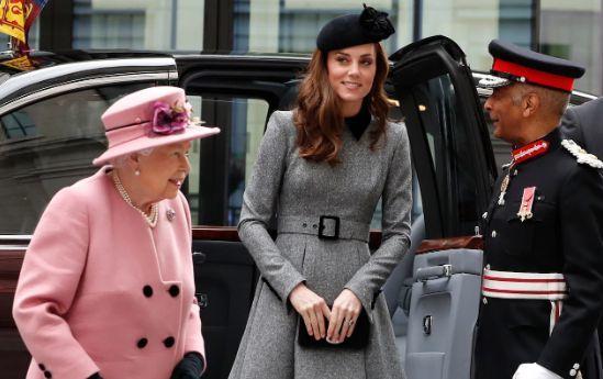 Kate Middleton e la Regina: l'inedita coppia, alla sua prima apparizione ufficiale